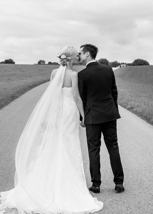 Brautpaar im Chiemgau nach der Hochzeit von Hochzeitsfotograf Rosenheim