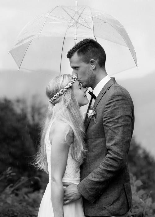 Hochzeit im Regen auf der Huberspitzalm am Schliersee von Hochzeitsfotograf Rosenheim